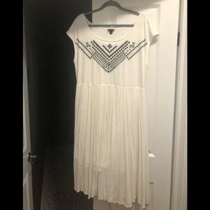 White t- dress with embroidery